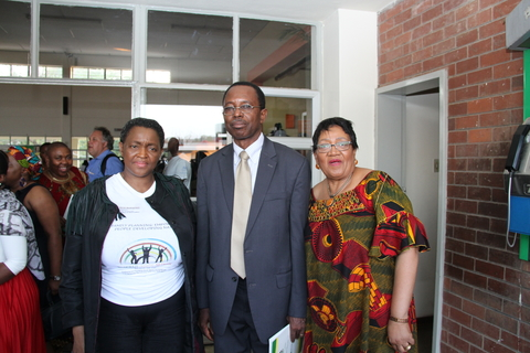 From left to right: Minister Bathabile Dlamini (Department of Social Development), Officer- in Charge Mr Barnabas Yisa (UNFPA), MEC Weziwe Thusi (Department of Social Development)
